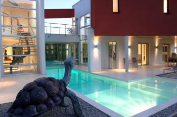 Superbe maison loft design avec piscine location for Maison loft design