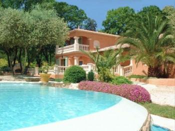 Villa piscine dans le var location tournage cin ma avec for Accessoire piscine var