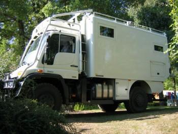 Camion 4 4 unimog de luxe quip cellule location tournage cin ma avec cas - Location terrain pour camping car ...
