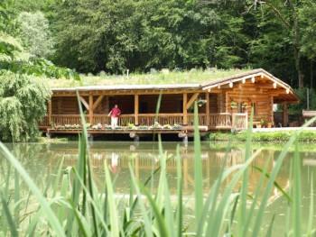 Maison en rondins toit v g talis avec tang location tournage cin ma avec - Louer sa maison pour tournage ...