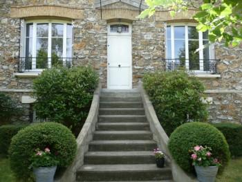 maison meuli re dans r gion du sud parisien location. Black Bedroom Furniture Sets. Home Design Ideas