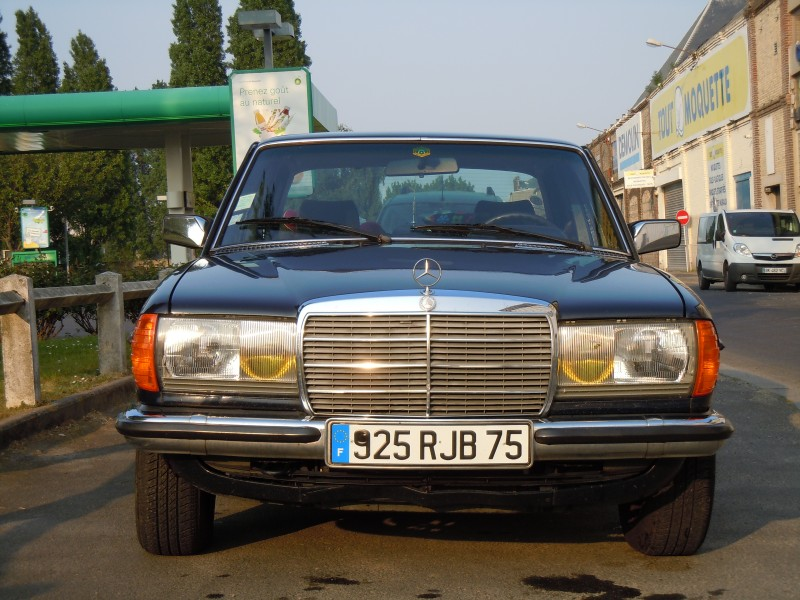 Mercedes de collection 1982 / W123 - Location tournage ...