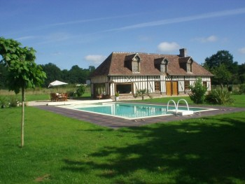 Maison normande avec piscine terrain avec chevaux for Location maison avec piscine en normandie