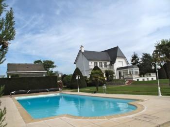 Villa 1930 de caract re avec piscine loir et cher for Camping loir et cher avec piscine