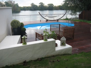 Maison bord de seine avec piscine location tournage for Accessoire piscine yvelines