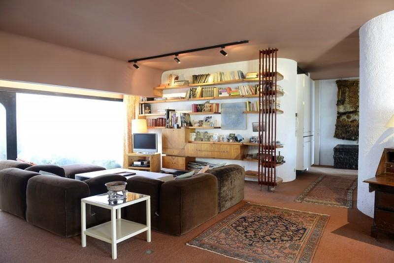 maison d 39 architecte ann e 70 en province location. Black Bedroom Furniture Sets. Home Design Ideas