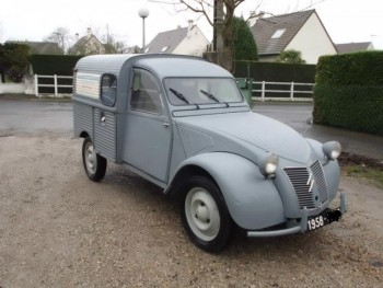 citroen 2cv fourgonnette 1958 location tournage cin ma avec cast 39 things. Black Bedroom Furniture Sets. Home Design Ideas