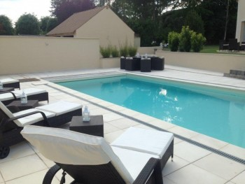 Maison avec jardin et piscine location tournage cin ma for Accessoire piscine yvelines