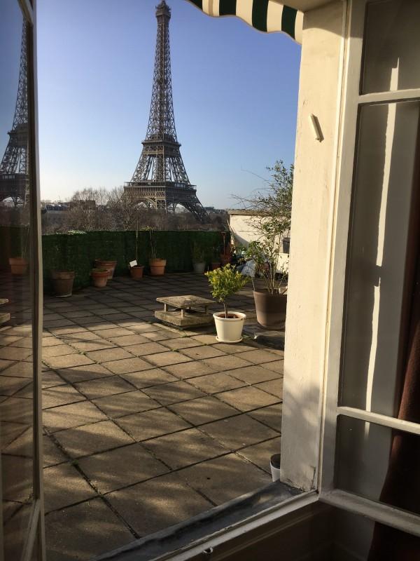 vue sur la tour eiffel magique avec terrasse privatis e de 80 m location tournage cin ma avec. Black Bedroom Furniture Sets. Home Design Ideas