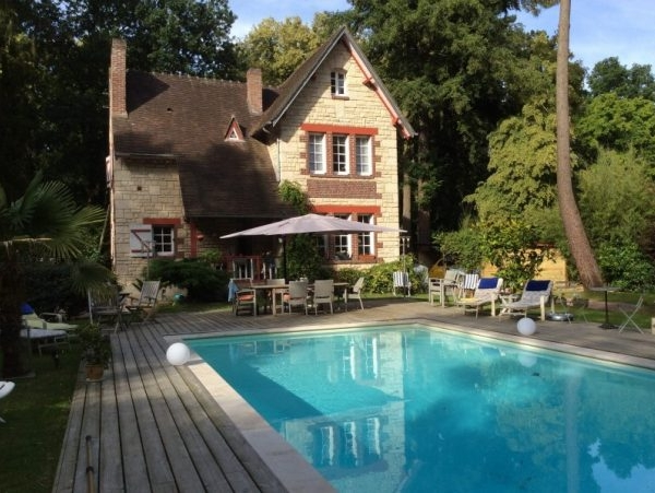 cottage Anglo-normand avec piscine