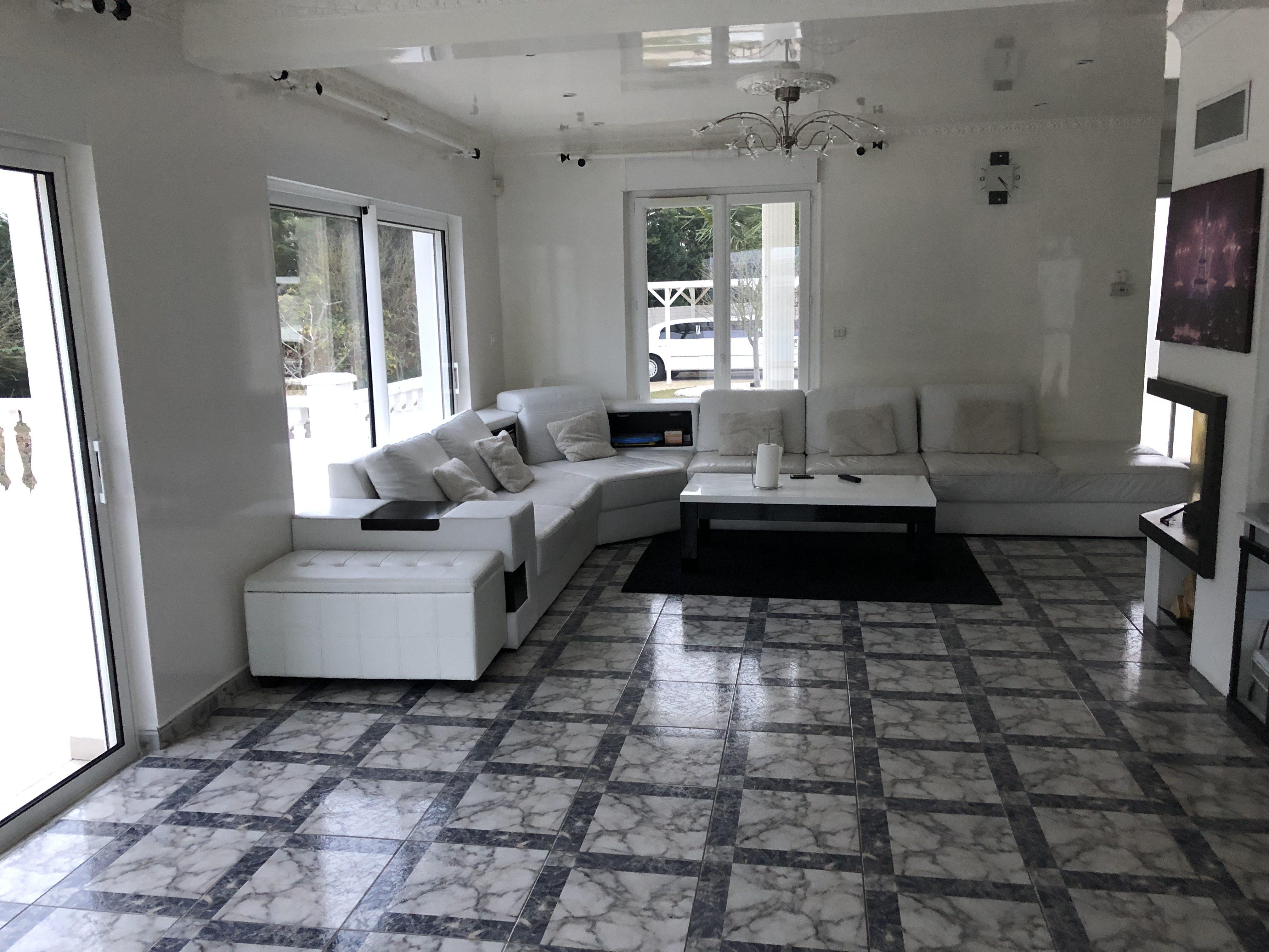 villa avec piscine val d 39 oise location tournage cin ma. Black Bedroom Furniture Sets. Home Design Ideas