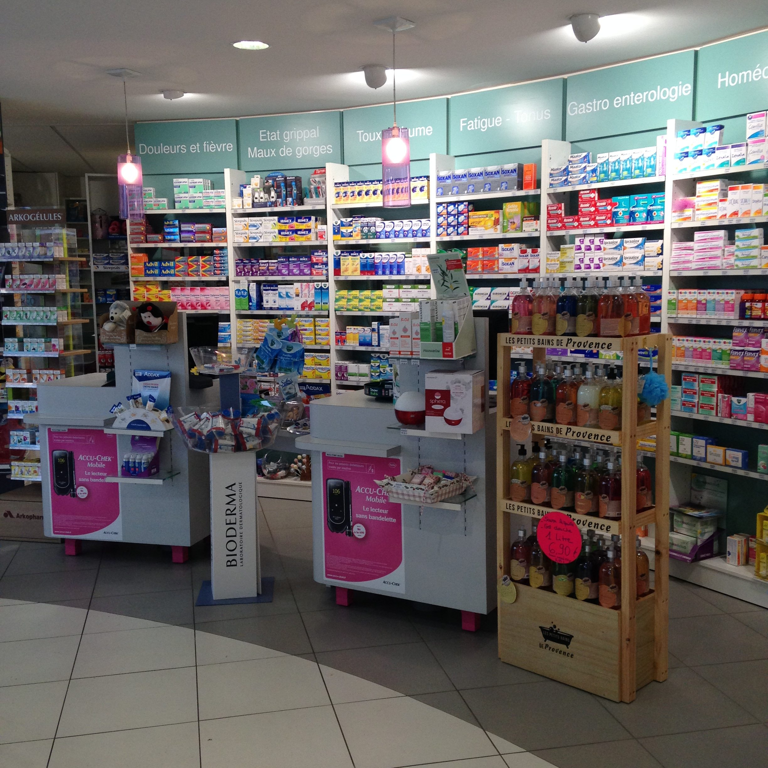 pharmacie d'officine moderne, Photo 1