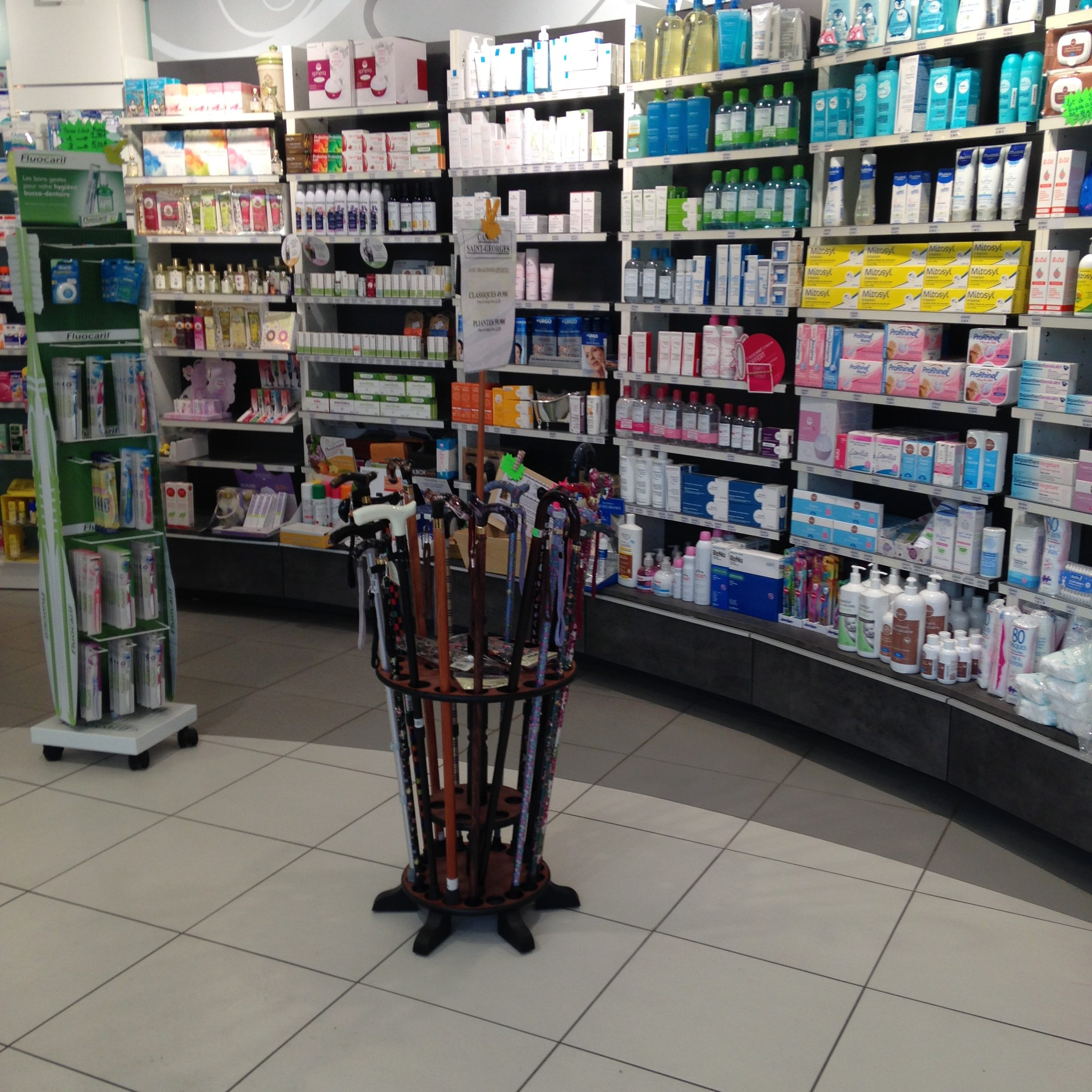 pharmacie d'officine moderne, Photo 2