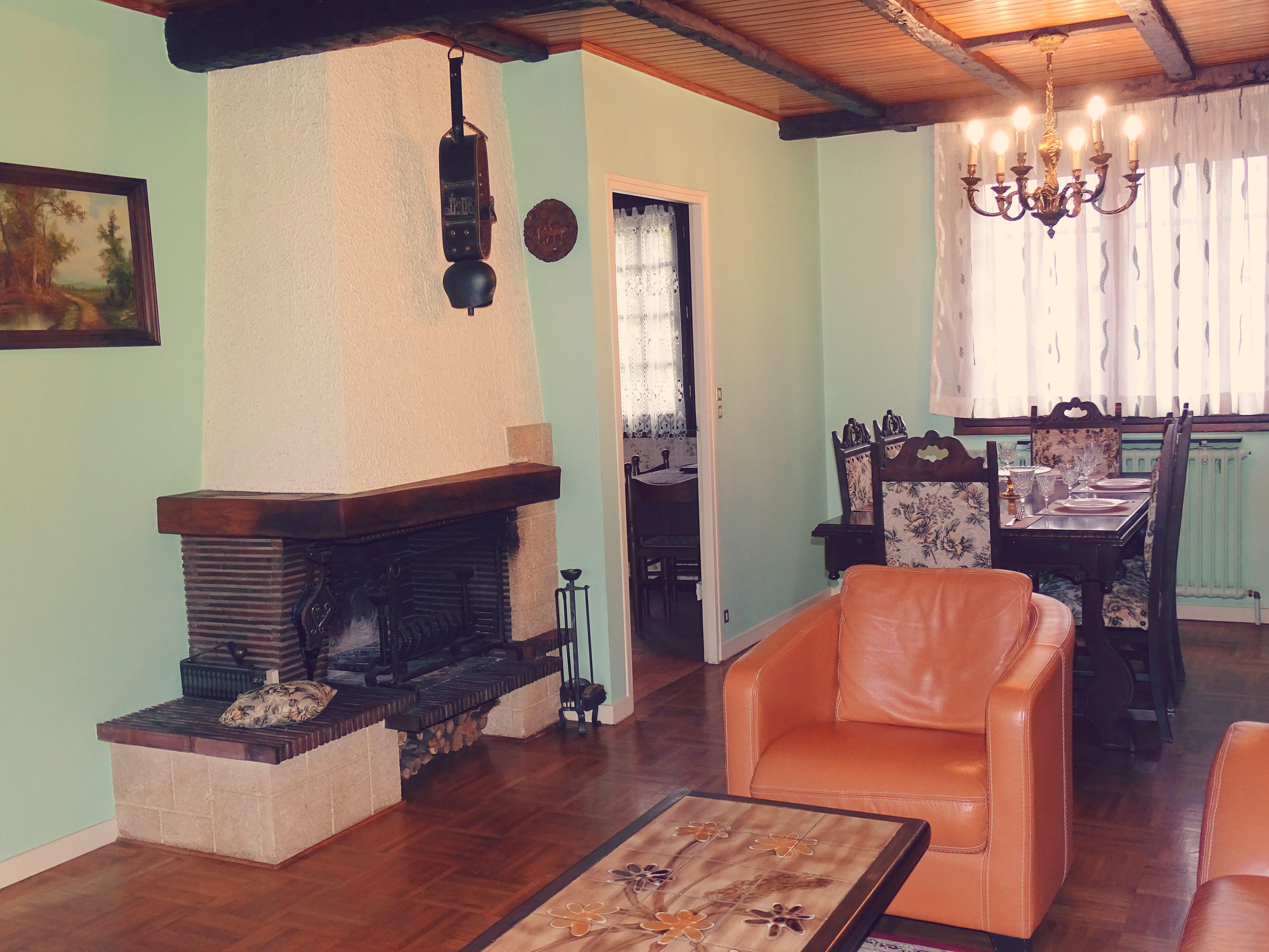 Maison des ann es 80 dans son jus avec balcon et terrasse location tournage cin ma avec cast - Maison avec balcon terrasse ...