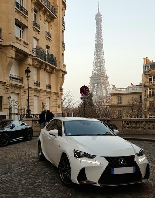 Lexus IS300H F Sport blanche cuir rouge