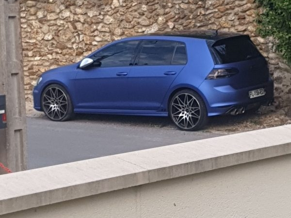 Golf 7 r couleur bleu mate sortant de l'ordinaire
